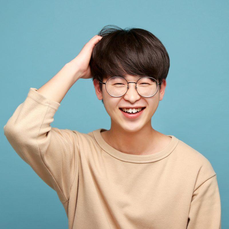 拍攝韓式半身個人風格照時,我們會按照每位顧客的需要提供燈光調整。
