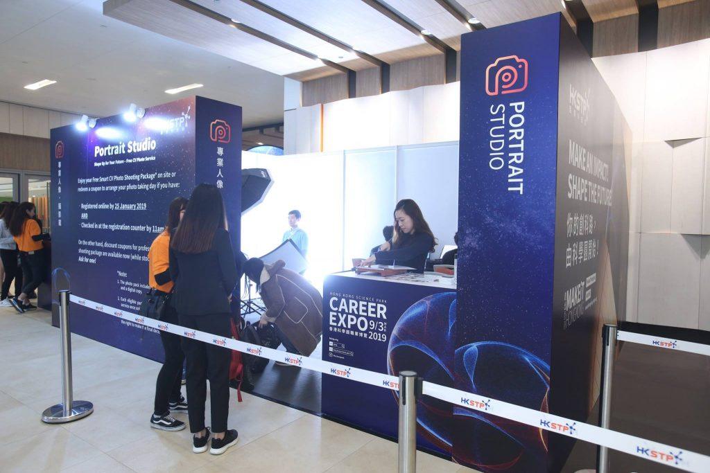 Photobi 即場為出席創科行業博覽的參加者拍攝專業的求職照。