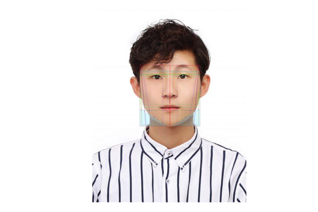 Photobi 運用獨創修圖插件,為顧客平衡臉型。
